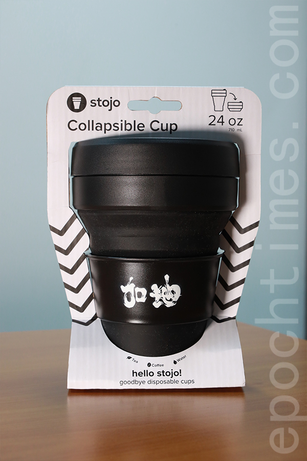 最新推出的「台灣加油」環保可摺疊杯。(陳仲明/大紀元)