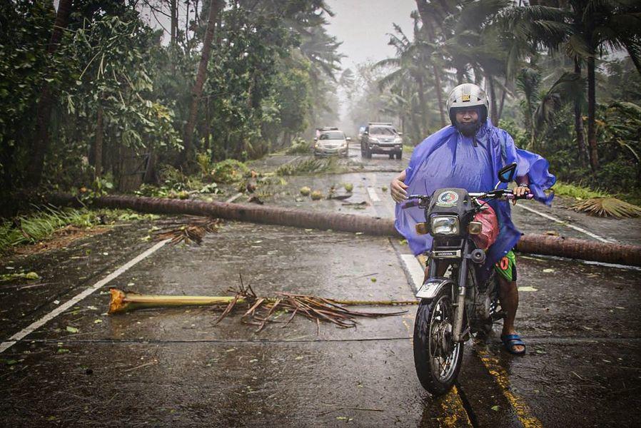 中共病毒籠罩東南亞 颱風肆虐菲律賓 民眾防疫中疏散