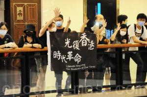 中共抓港教育戰線  特首局長齊出動  無掩雞籠論  點名批「教協」