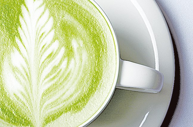飲用抹茶牛奶時,試著用奶泡機打出奶泡,喝起來口感會更好。