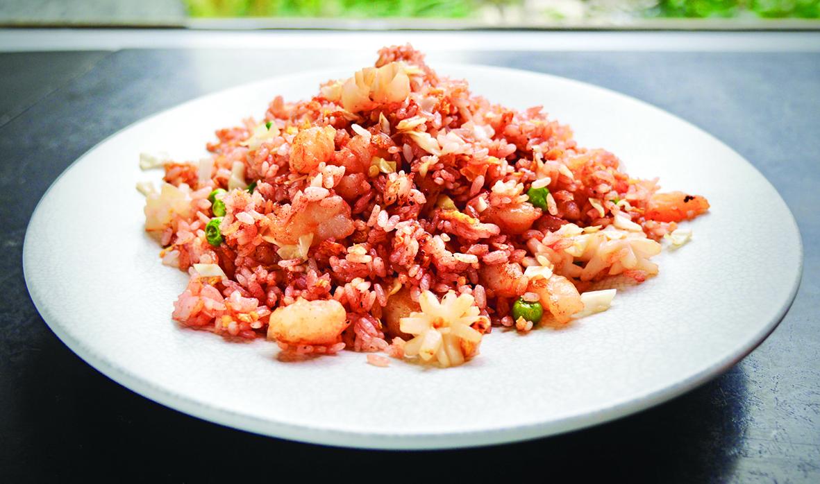 健康美味的海鮮紅麴炒飯。