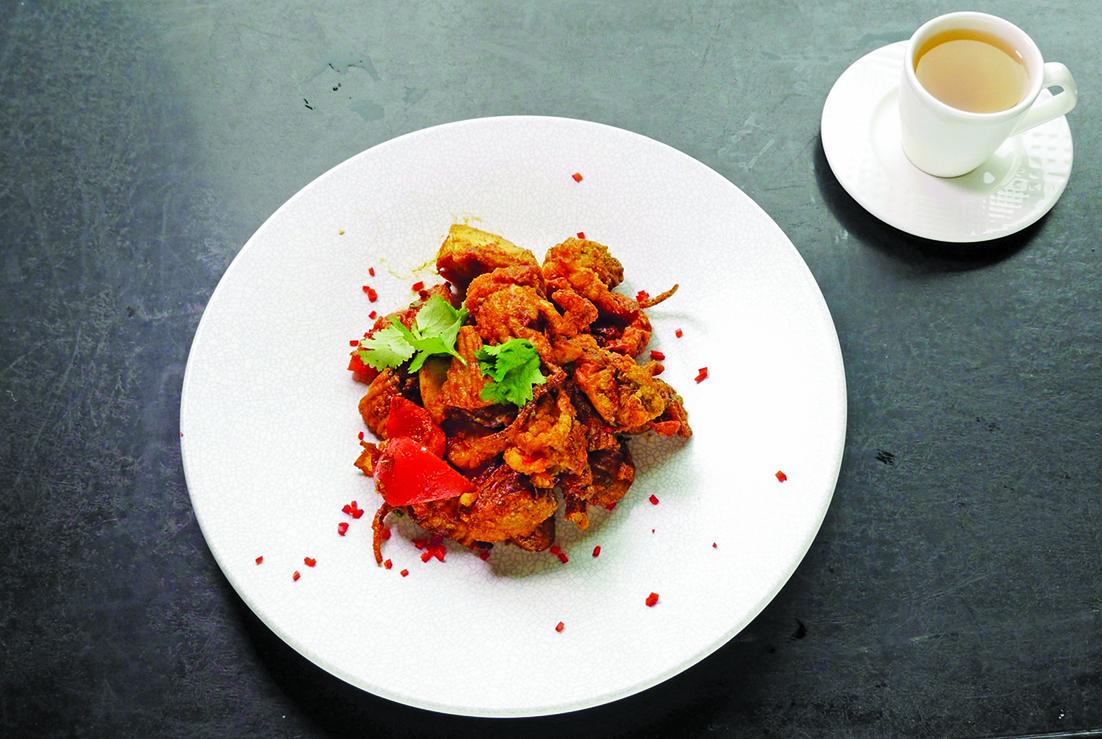適合老年人的薑黃咖喱軟殼蟹。