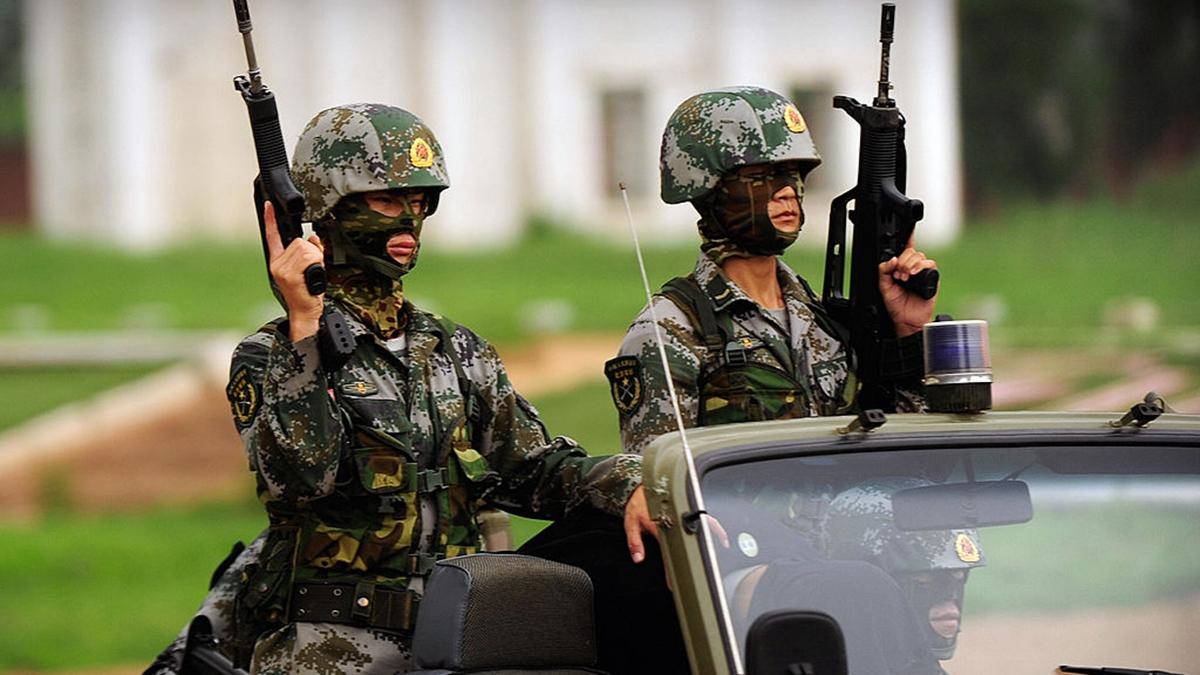 有專家分析,習近平搞軍演對外只是煙幕彈,震懾和對付黨內政敵,才是主要目的。(PETER PARKS/AFP via Getty Images)