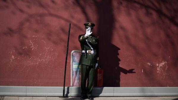習為防止兩會變「反習大會」,借軍演佈防,對反習勢力製造心理震懾效應。(FRED DUFOUR/AFP via Getty Images)