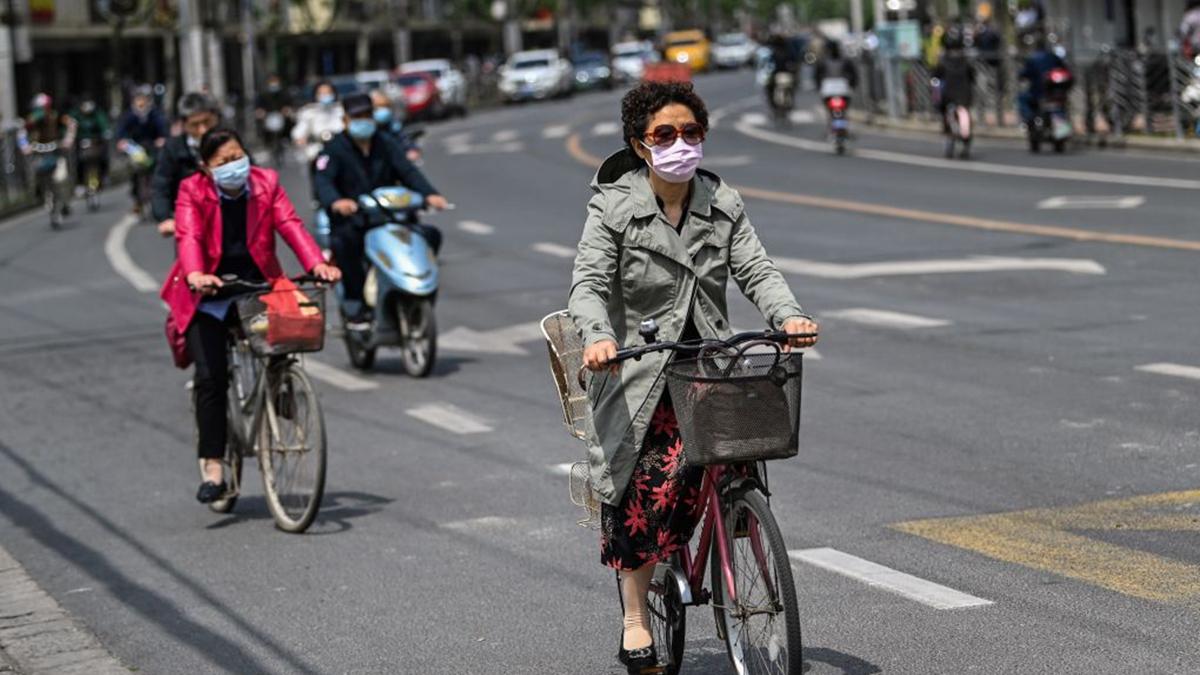 5月18日,中共官方通報上海出現疫情,引起中國民眾恐慌。(HECTOR RETAMAL/AFP via Getty Images)