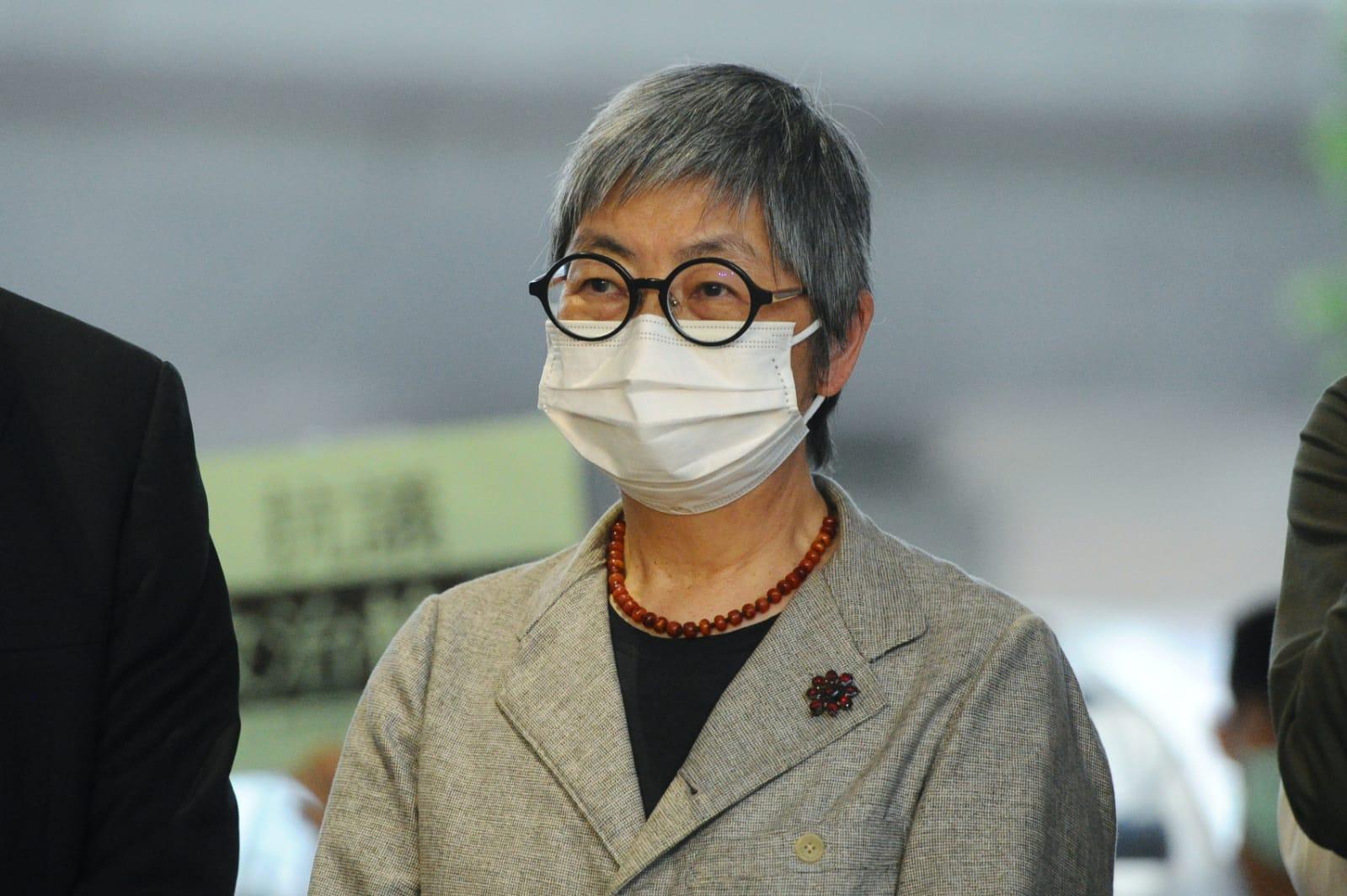 香港執業大律師吳靄儀在聆訊後會見媒體。(宋碧龍 / 大紀元)