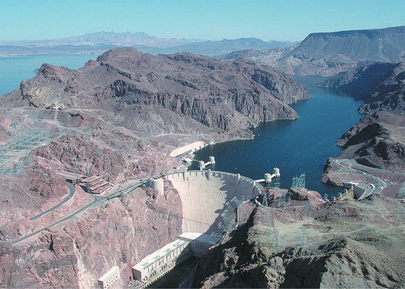 位於美國內華達州科羅拉多河上的胡佛水壩(Hoover Dam)。(維基百科)