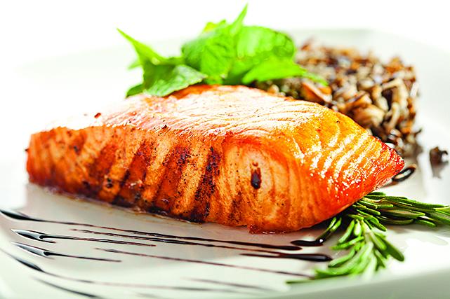 對新手來說,煎魚排的成功機率會比煎完整一條魚高。