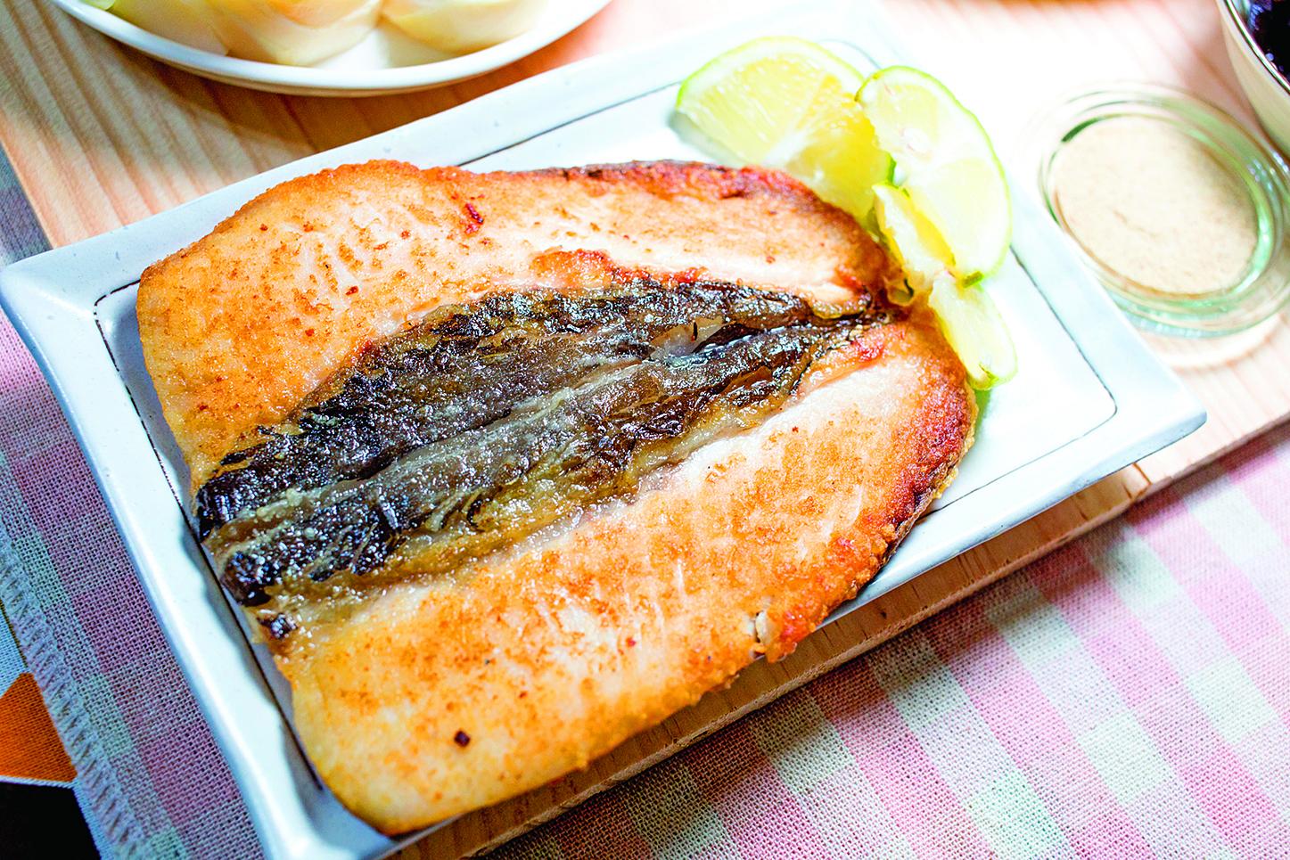 美味的乾煎虱目魚是筆者的最愛,但這種魚實在太難煎讓筆者敬謝不敏。