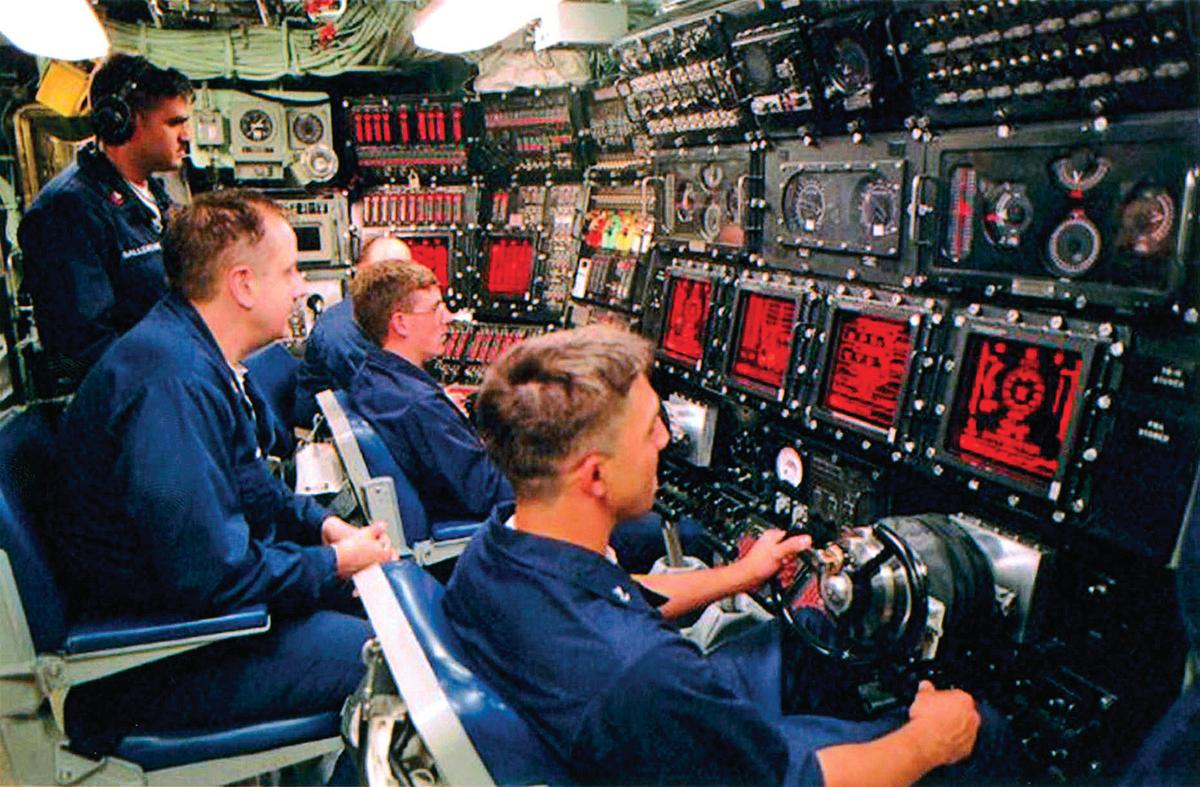 聲納系統的演進直接反應著海軍技術實力的發展。從1974年起,法國將先進的現代聲納系統提供給中共海軍。圖為1997年美國海軍潛艇上裝備的聲納系統。(Getty Images)