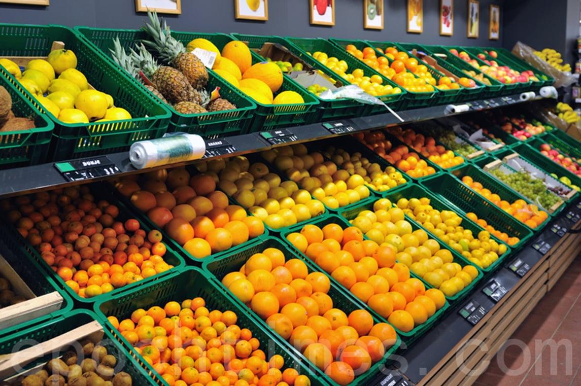 大陸最大的水果市場——廣州「江南果菜批發市場」,疫情期間生意蕭條,折射大陸內需下滑的現狀。(Fotolia)