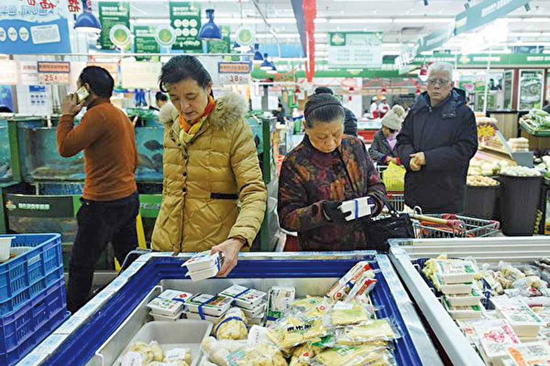 去年中國的國內消費差拖累中國GDP增長。圖為中國一超市。(STR/AFP/Getty Images)