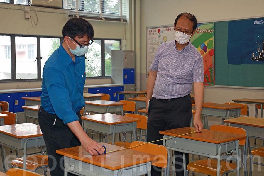 課室書桌相隔1米。(陳仲明/大紀元)