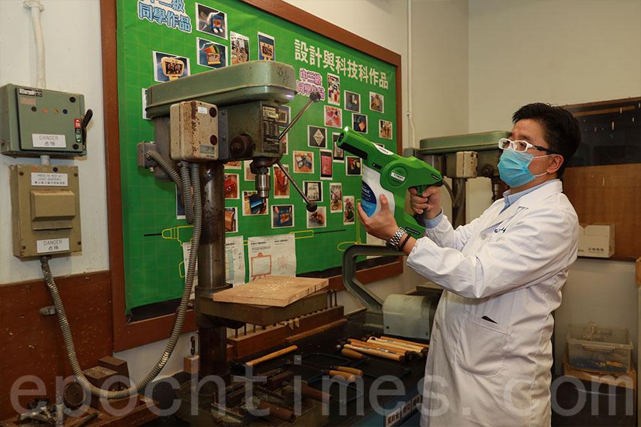 木工室的各種設備亦噴上殺菌塗層。(陳仲明/大紀元)