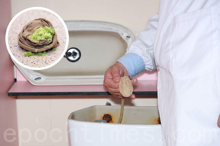 具有殺菌作用的水凝膠亦引入校園,置入學校洗手間的水箱內。(陳仲明/大紀元)