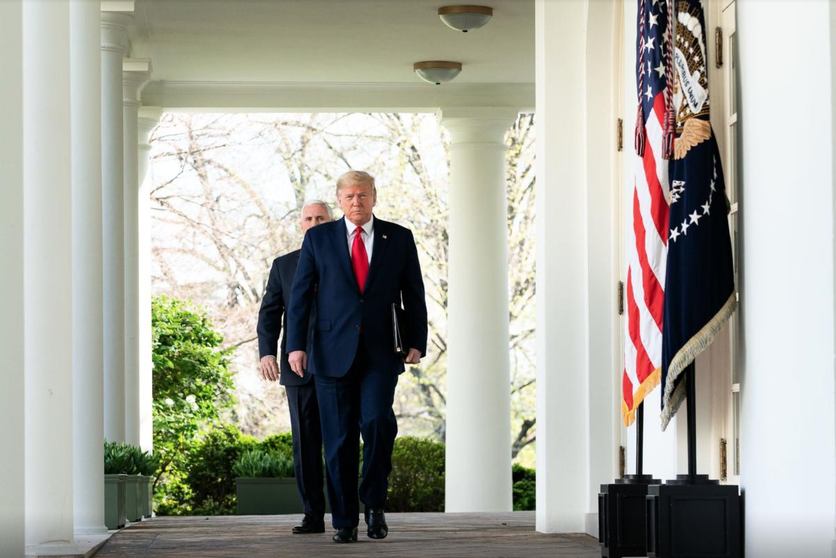 中共人大審議港版國安法,美國總統特朗普稱將有強烈回應。圖為2020年3月,美國總統特朗普在白宮。(白宮FB截圖)