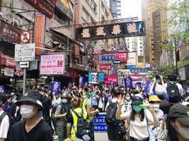 香港市民湧現銅鑼灣 高喊「天滅中共」