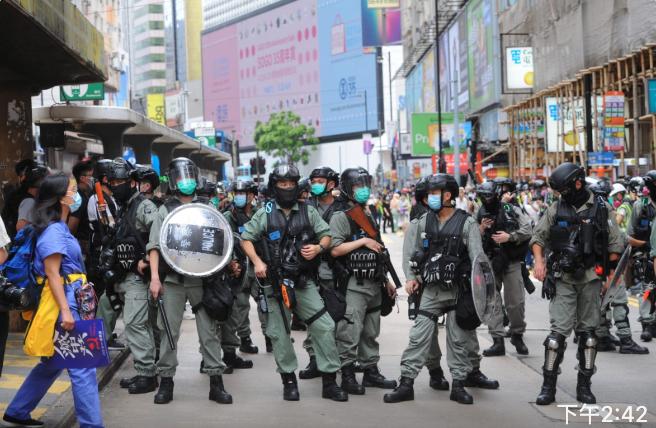 銅鑼灣軒尼詩道已被防暴警察封鎖。(宋碧龍/大紀元)