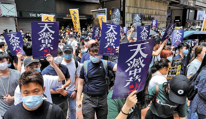 █ 昨日有近萬名市民無懼警暴,上街反 對港版《國安法》。( 宋碧龍/大紀元)