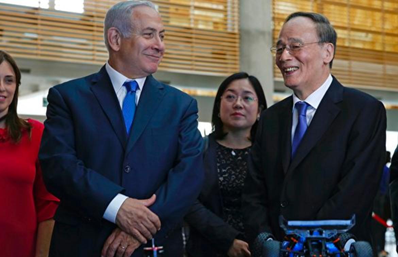 近年來中共與美國交惡,中共刻意加大了與以色列的科技合作。圖為中美貿易戰激烈交鋒時,2018年10月24日王岐山與以色列總理納坦雅胡會面。(ARIEL SCHALIT/AFP/Getty Images)