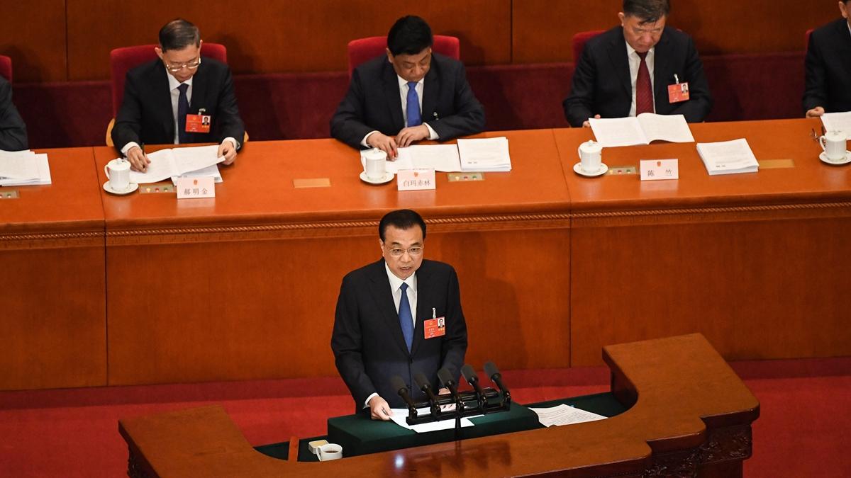 圖為5月22日,李克強在中共人大會議上發表政府工作報告。(Andrea Verdelli/Getty Images)