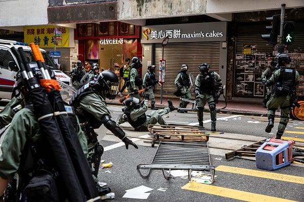 5月24日,警方與抗議民眾一度發生對峙。(ISAAC LAWRENCE/AFP via Getty Images)