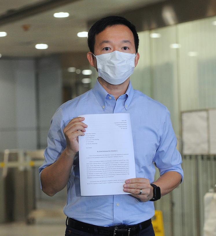 陳志全昨日向郭偉强提出私人檢控,指郭涉嫌普通襲擊。(宋碧龍/大紀元)
