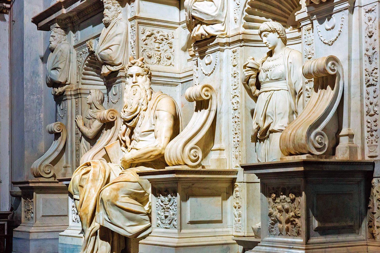 教宗儒略二世的陵墓中,米開朗基羅親手製作的摩西雕像。(Shutterstock)
