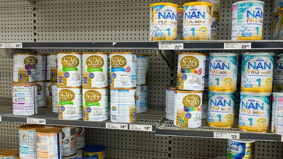 中共兩會期間提出一些奇葩議案,如禁買進口奶粉、讓因疫情歸國的留學生入學高職高專等,引爆輿論熱議。(Christopher Pearce/Getty Images)