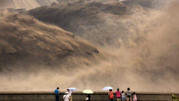 黃河的「黃」字用來描述河水的渾濁。(STR/AFP/GettyImages)
