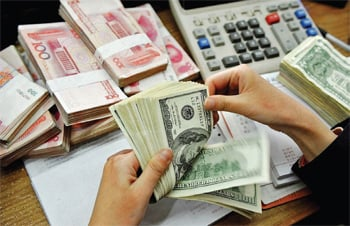 中共病毒影響之下,中國金融風險內憂外患,有學者分析,中共目前實際可用外匯甚至不足2千億美元。