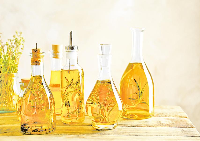增添菜餚風味.自己做香草橄欖油