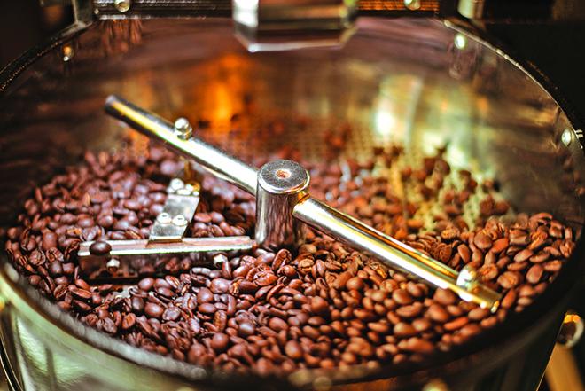 烘焙完的咖啡豆非常敏感,容易受氧氣、濕氣、熱氣與光線的影響。