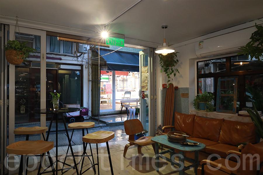 裝修前後的Café的佈置都具有大自然的氣息,Ken認為這是他一直想帶出的理念。(陳仲明/大紀元)