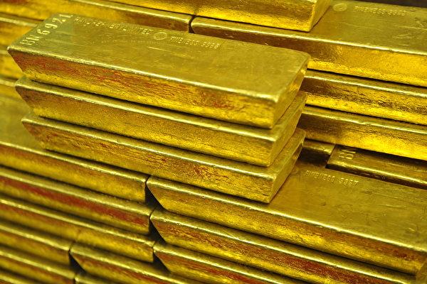 中共強推「港版國安法」致金融動盪,北京運上萬公斤黃金到香港。圖為黃金資料圖。(MICHAL CIZEK/AFP/Getty Images)