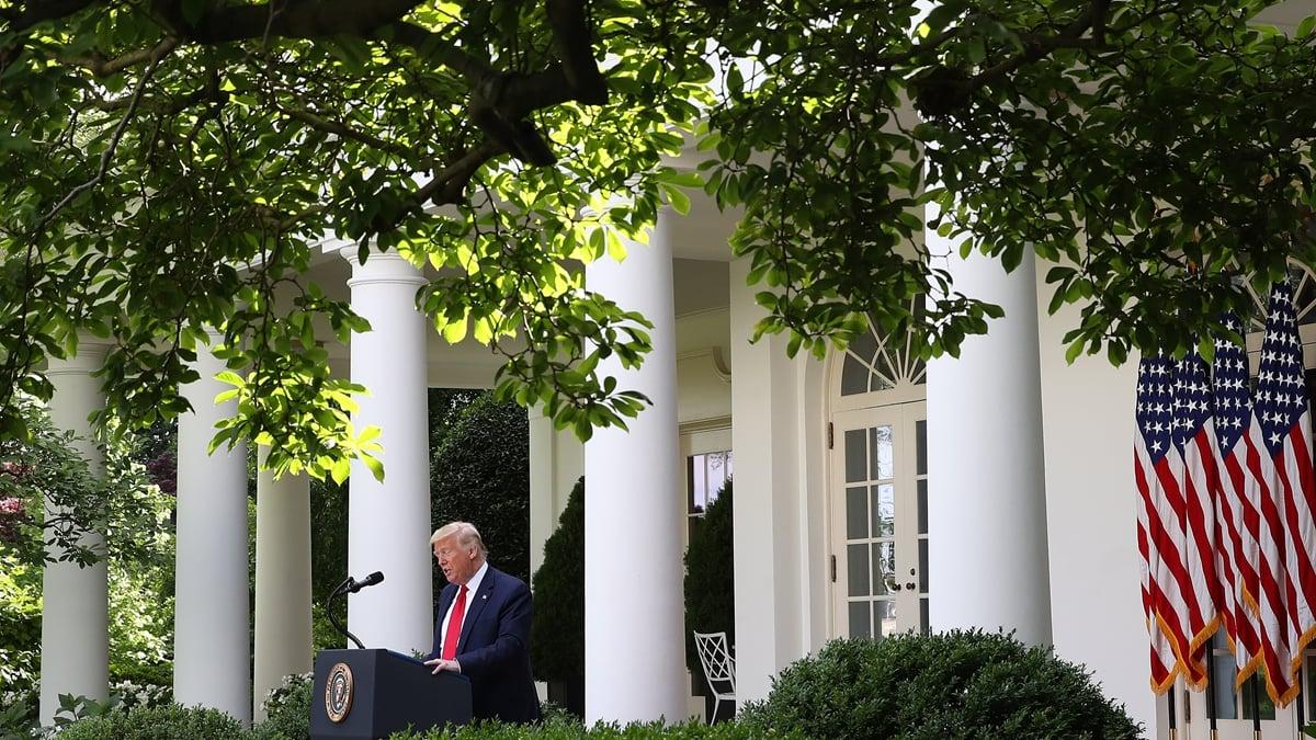 有專家說,白宮發表最新對華戰略報告,釋放出的重大信號是特朗普政府不再承認習的領導地位。(Win McNamee/Getty Images)