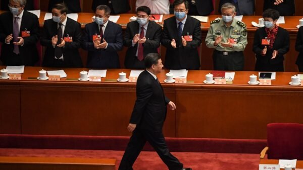 報告通篇把習近平稱為總書記,而不是國家主席。( LEO RAMIREZ/AFP via Getty Images)