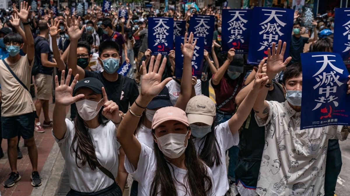 習近平為甚麼背叛香港,法媒分析有三個原因。圖為5月24日,港人抗議國安法。(Anthony Kwan/Getty Images)
