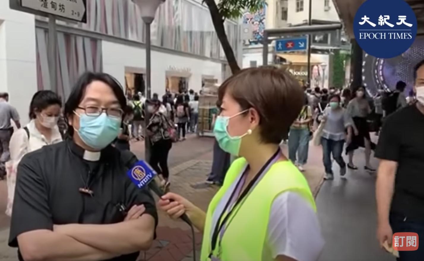 陳牧師接手大紀元記者採訪(梁珍/大紀元訊)