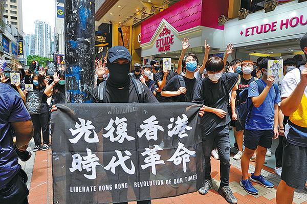 中共強推「香港國安法」,引發國際強烈批評與抗議。香港市民也重新走上街頭,重啟去年反送中運動的浴血抗爭。上周日的抗爭行動,就有120人遭到警方扣押。(宋碧龍/大紀元)
