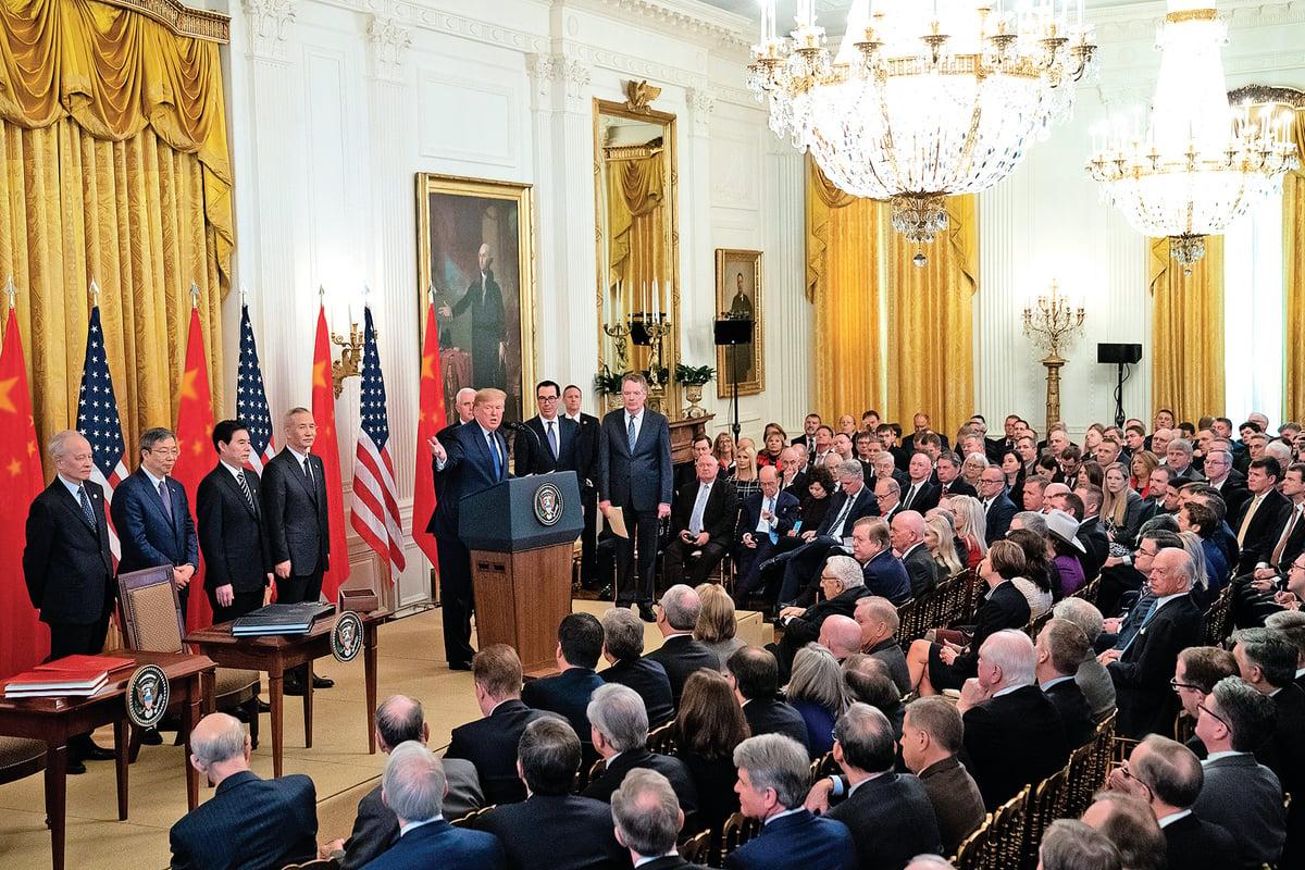 1月15日,美國總統特朗普與中共副總理劉鶴在華盛頓簽署中美第一階段經貿協定。(白宮Flicker)