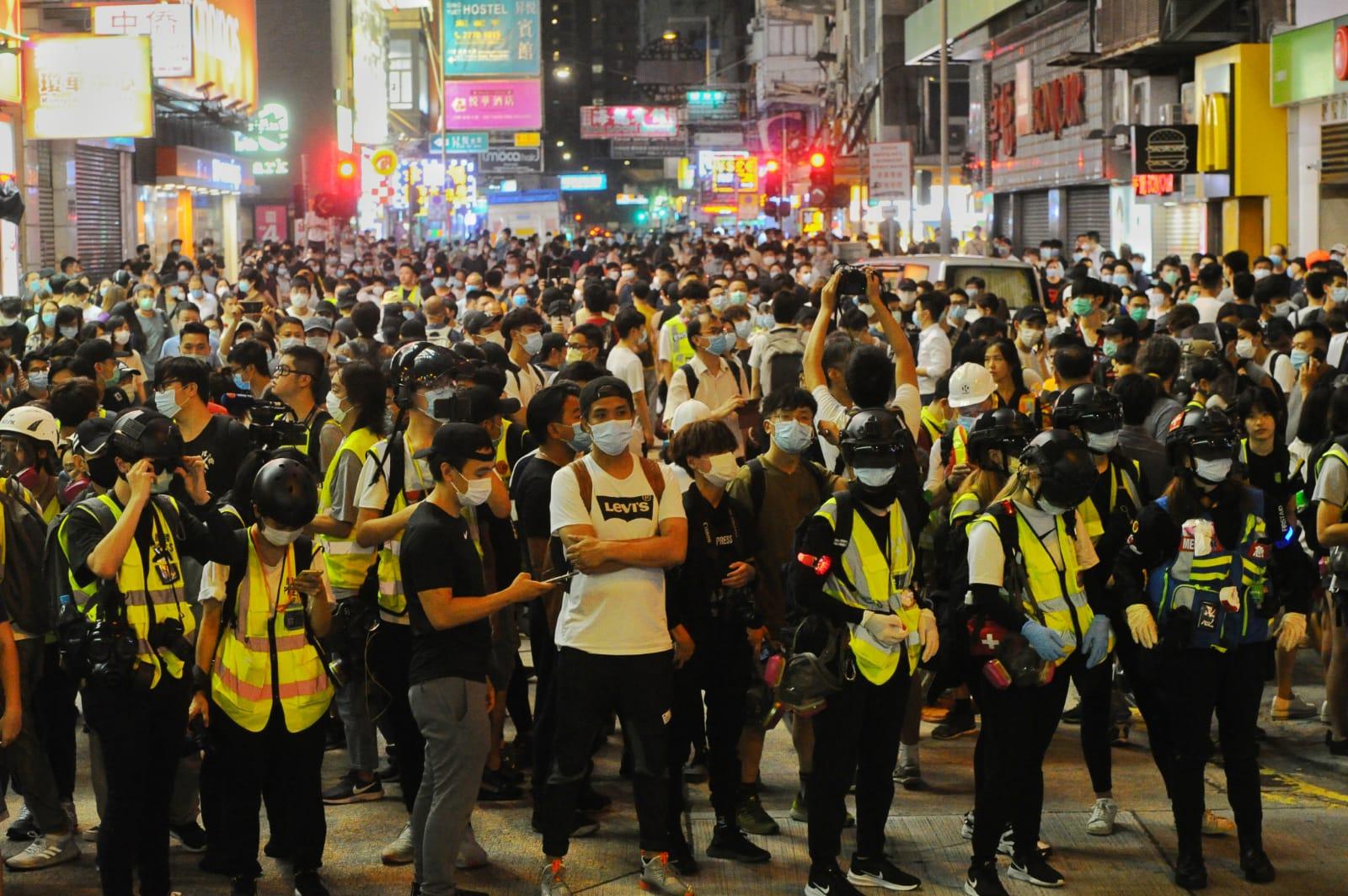 旺角山東街入夜後仍有許多市民進行抗議。(宋碧龍/大紀元)