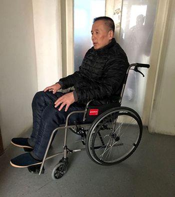 劉宏偉被迫害得坐輪椅。(明慧網)