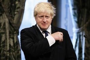 英首相戴眼鏡疑與中共病毒有關