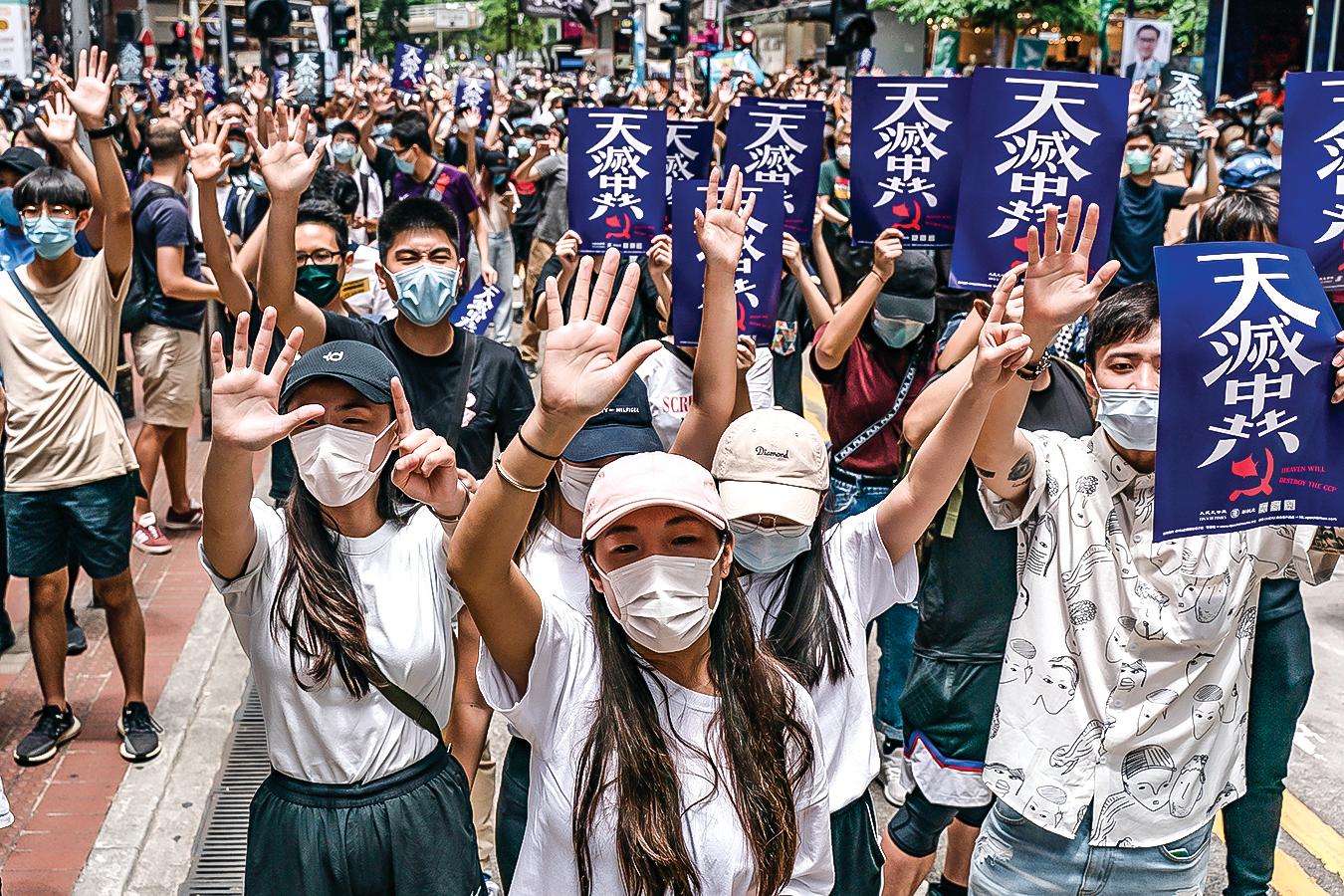5月24日,估計有上萬港人走上街頭,反對「香港版國安法」。 (AFP)