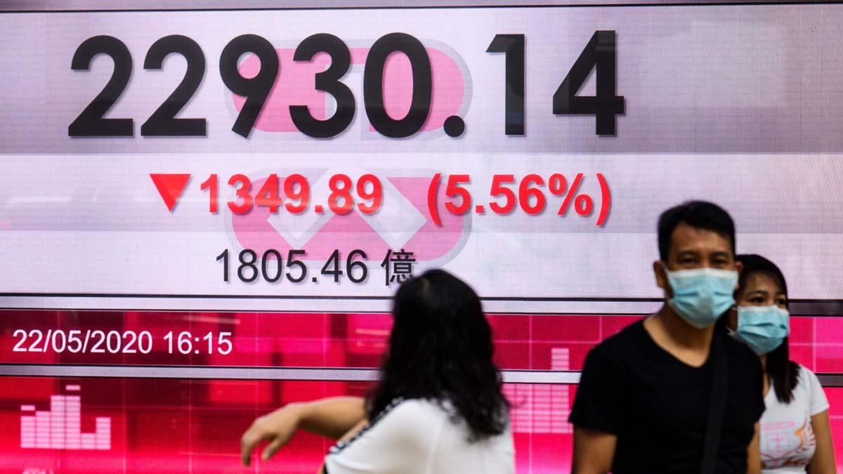 中共強推《港版國安法》,香港股市加速下跌。(ANTHONY WALLACE/AFP via Getty Images)