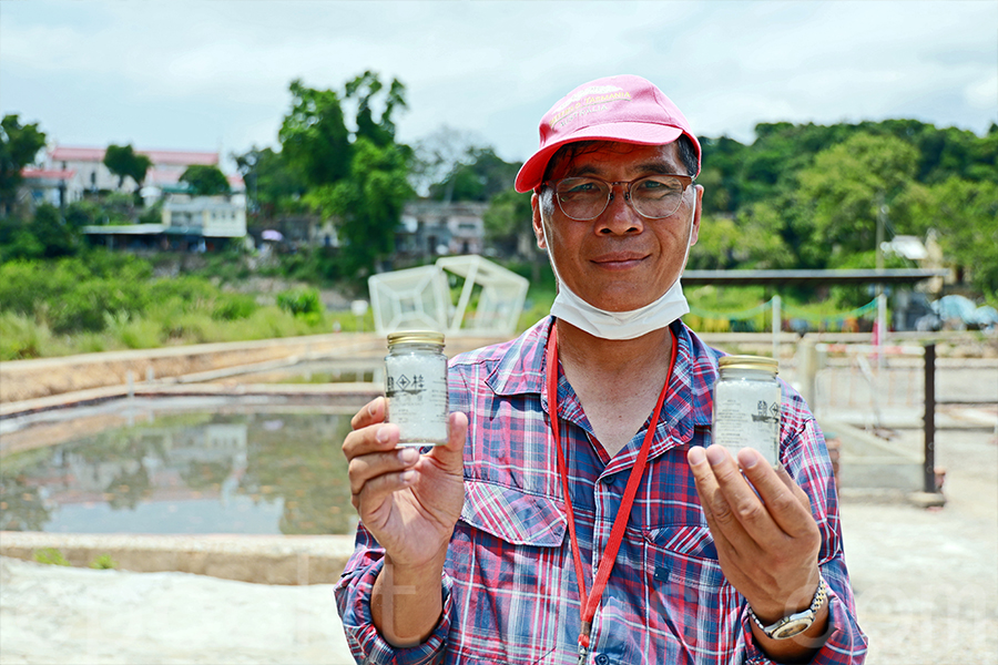 David說:「我們保育這個鹽場,除了還原歷史之外,也是將香港造鹽歷史,這幾十年的真空,將其還原出來。」(陳仲明/大紀元)