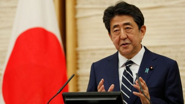 2020年5月25日,日本首相安倍晉三在記者會上表示,「病毒從中國擴散到世界各地,這是事實。」(Kim Kyung-Hoon – Pool/Getty Images)