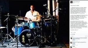 搖滾巨星大衛‧鮑伊樂隊鼓上的「真善忍」