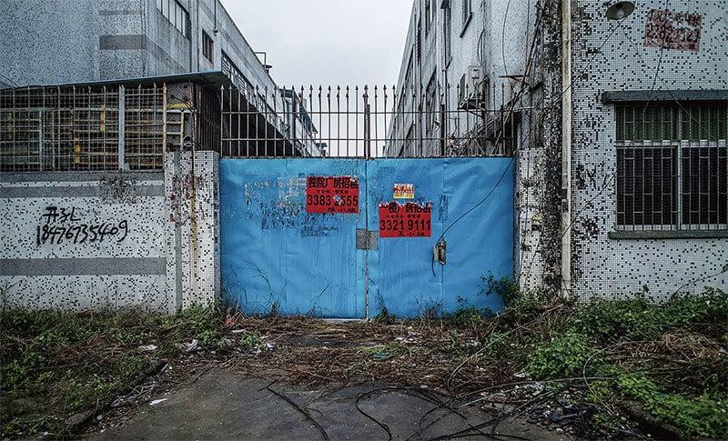 中共病毒衝擊之下,中國經濟陷入危機。民企由於缺乏支持,2020年一季度超過50萬家中小企業倒閉。圖為:東莞一家倒閉的企業。(Getty Images)